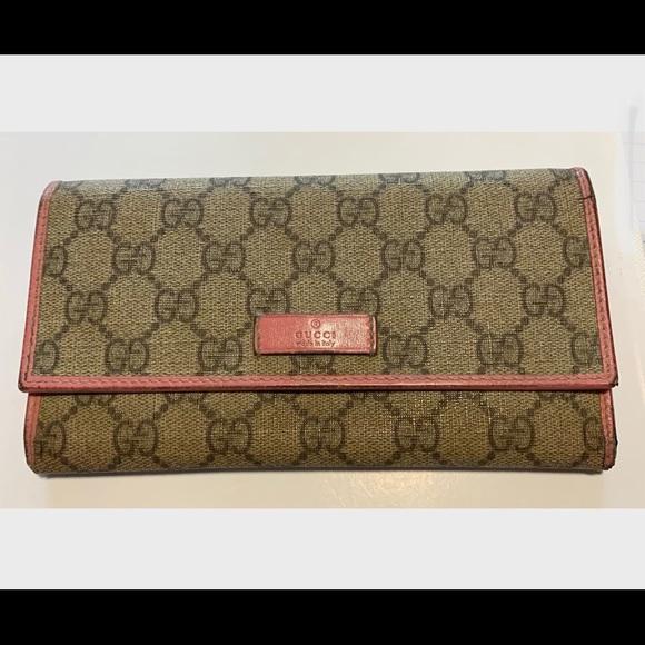 Gucci Handbags - Authentic Gucci Wallet